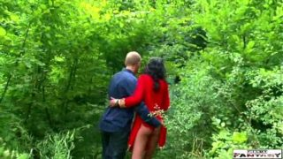 Horny bhabhi fucked in the woods