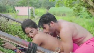 Desi man fucking sexy bhabhi in field
