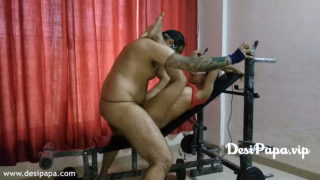Gym instructor banging hot desi girl