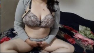 Hot live cam show of big boobs Indian aunty