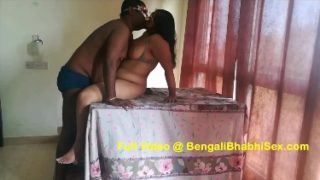 Sexy desi aunty fucked on the table
