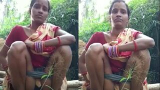 Desi mms of Indian maid pissing in jungle
